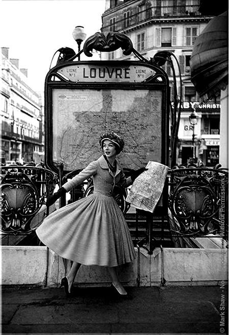 Vieux Paris – Metro parisien le Louvre